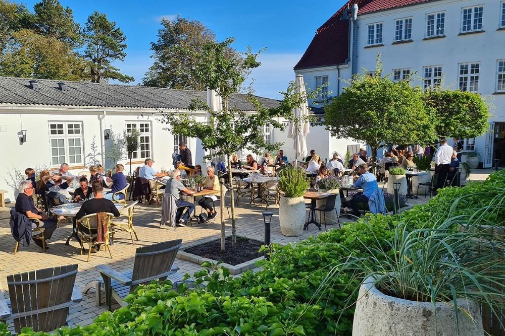 Sommerstemning i gårdhaven. Foto: Jens Nielsen