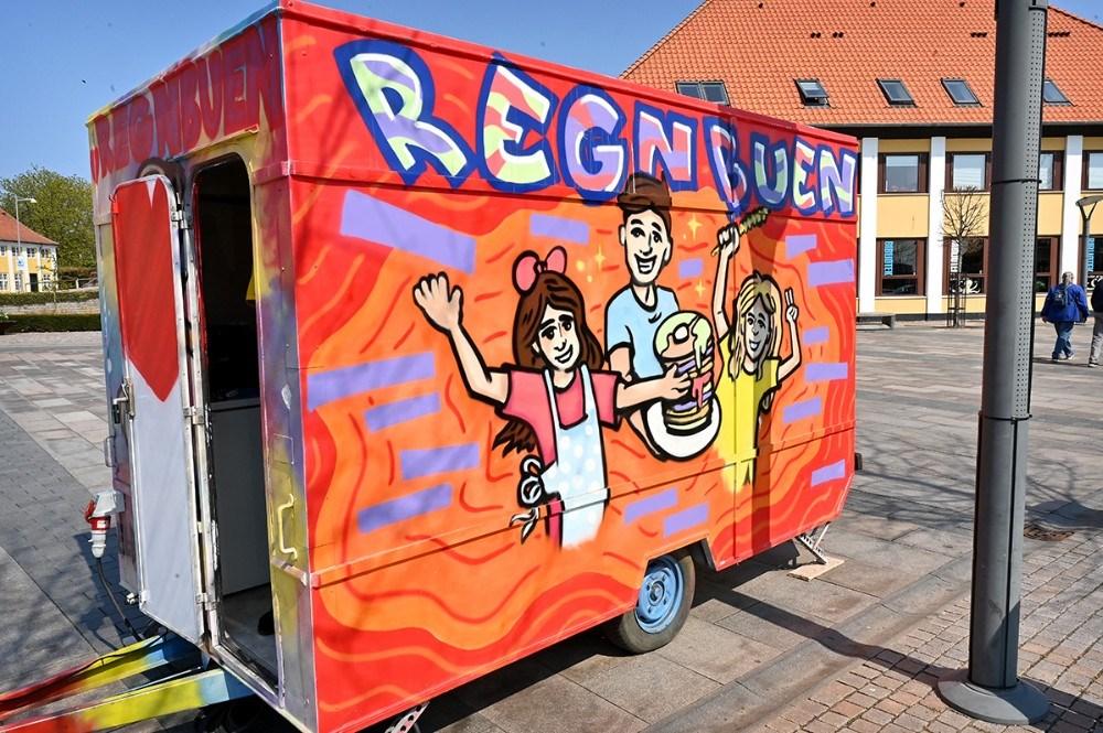 Det er bekendte til Maja El-bitar som har malet pandekagevognen. Foto: Jens Nielsen