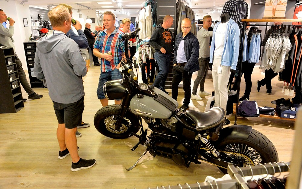 Der var masser af mandehørm onsdag aften hos Bech Menswear i Kordilgade. Foto: Jens Nielsen