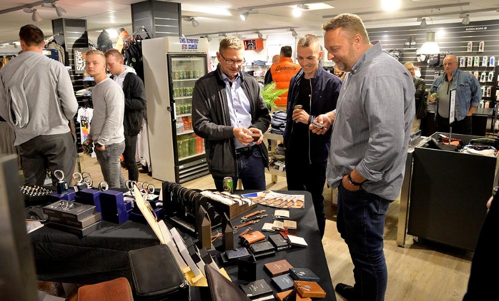 Firmaet Bestman.dk var også til stede til mandeaftenen, de viste et stort udvalg i herre accessoires. Foto: Jens Nielsen