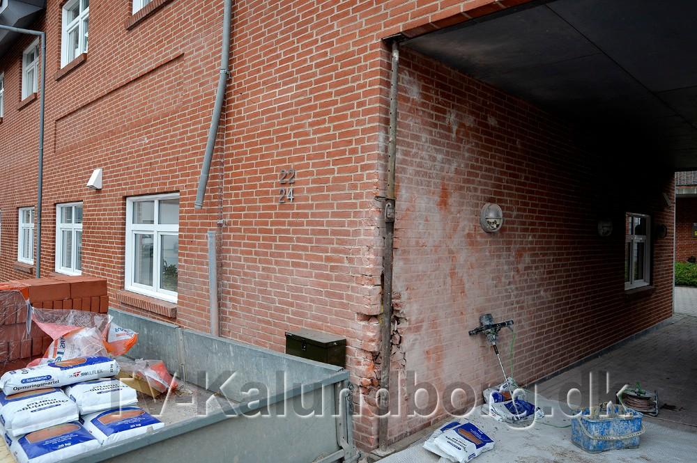 Hele hjørnet til porten skal ned og bygges op påny. Foto: Jens Nielsen