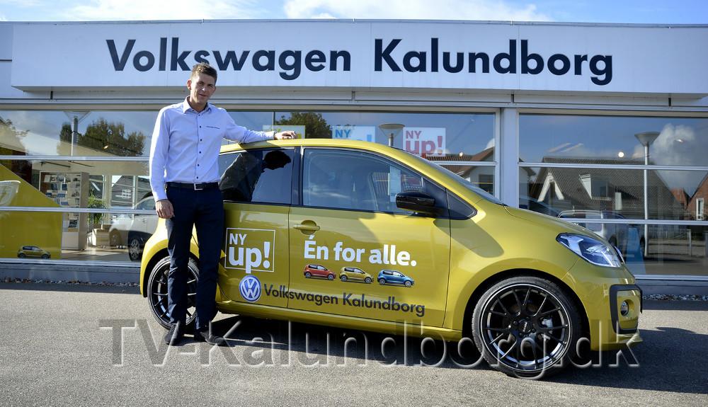 Rasmus Klarskov er klar til at vise den nye VW UP! frem for kunderne. Foto: Jens Nielsen