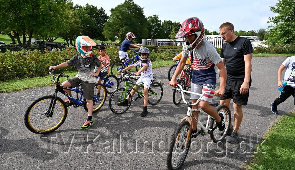 På skaterbanen i Munkesøen var MBX klubben klar med cykler og instruktør. Foto: Jens Nielsen