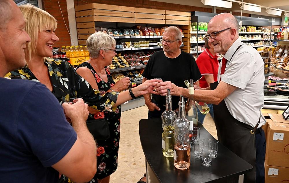 I butikken var der smagsprøver. Foto: Jens Nielsen