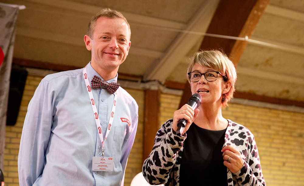 Anita Winther fra Vores Kalundborg sammen med Peter Egebæk fra Meny, bød de mange gæster velkommen. Foto: Jens Nielsen