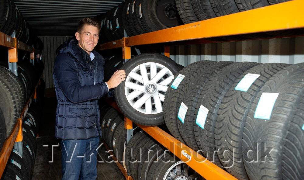 Rasmus Klarskov fra Volkswagen Kalundborg på ´dækhotellet´. Foto: Jens Nielsen