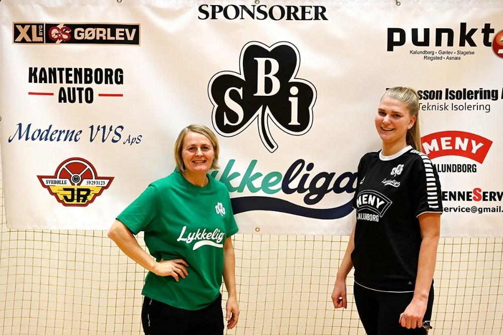 Rikke Nielsen sammen med Katrine Olsen fra SBI LykkeLiga. Foto: Jens Nielsen