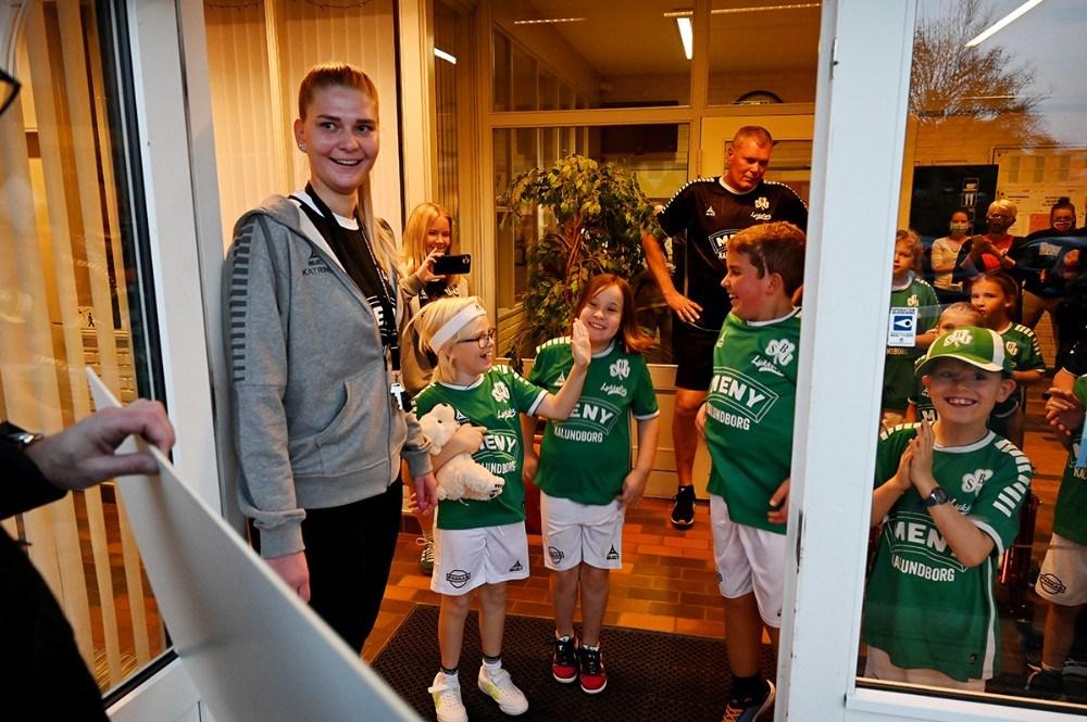 Katrine Olsen tog imod pengene. Foto: Jens Nielsen