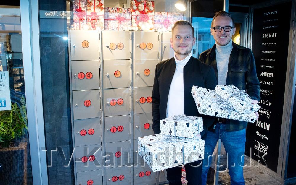 Martin Jakobsen og Kenneth Kopling fra Bech Menswear er klar med kalenderpakker til kunderne helt frem til juleaften.