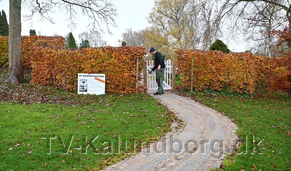 Der er etableret en ny handicapvenlig indgang til kirkegården. Foto: Jens Nielsen