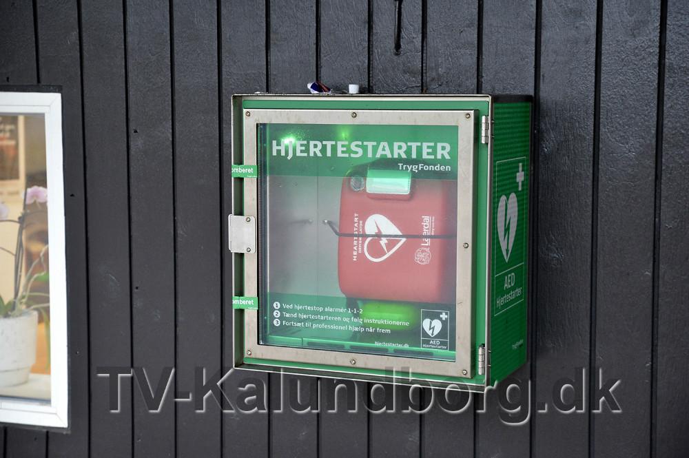 Hjertestarter tilgængelig 24 timer i døgnet ved Tandplejen, Skovbrynet i Kalundborg. Foto: Jens Nielsen