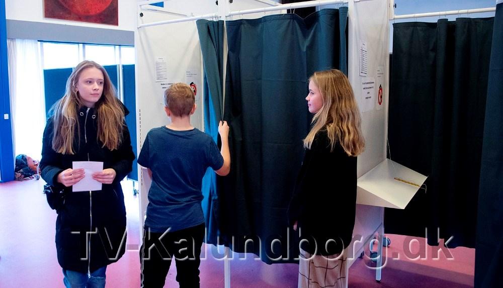 Eleverne har været i stemmeboksen i dag. Foto: Jens Nielsen