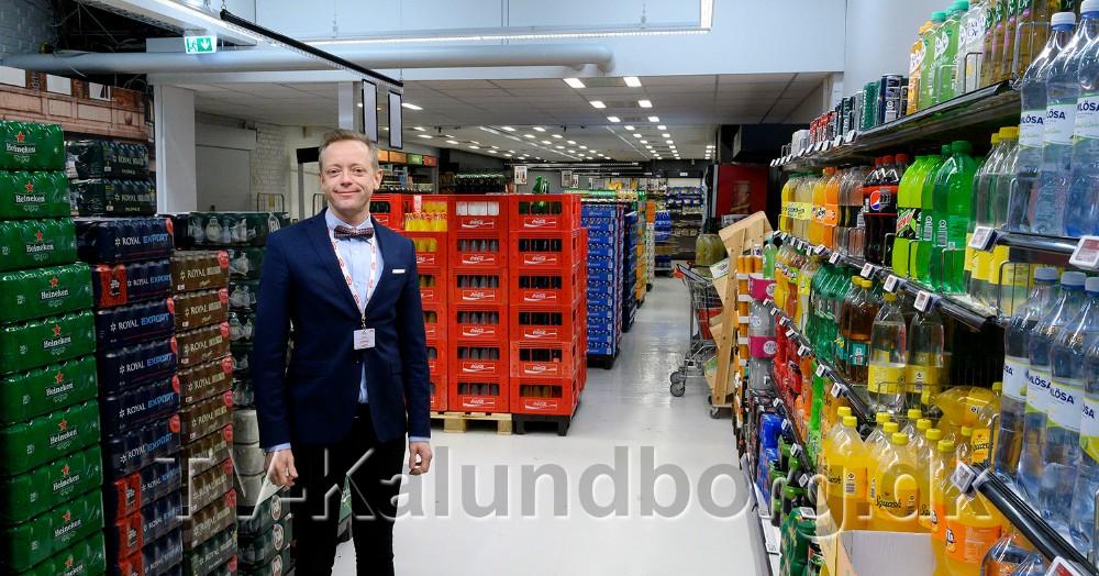 Købmand Peter Egebæk i den ombyggede afdeling for øl og vand. Foto: Jens Nielsen