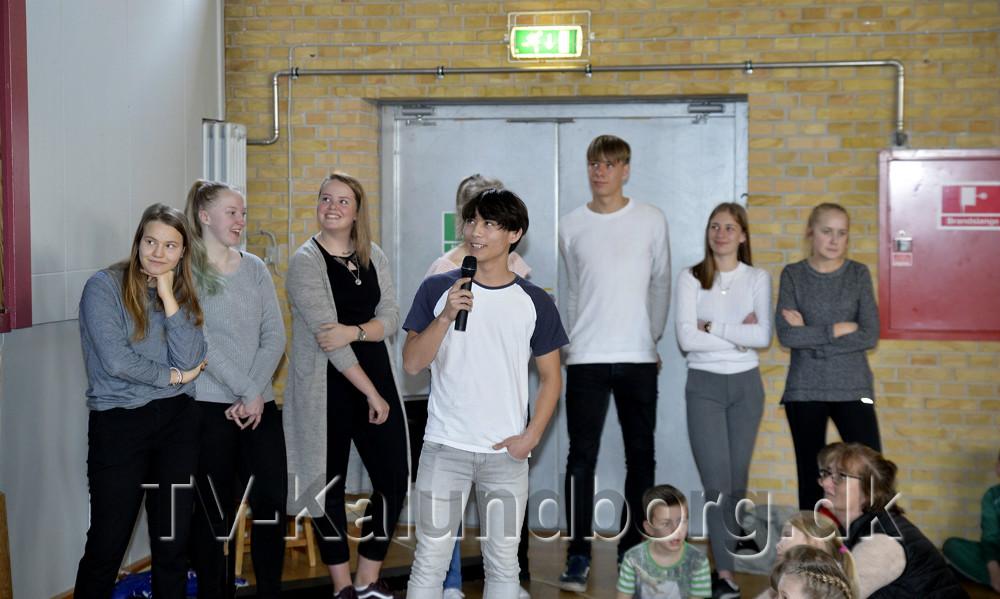 9. klasse stod for underholdningen. Foto: Jens Nielsen