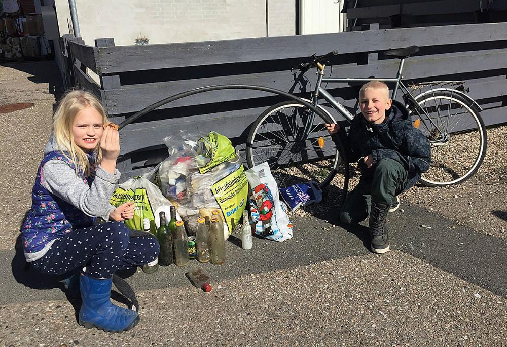 I dag er den officielle 'skraldeindsamlingsdag' i hele landet, og Danmarks Naturfredningsforening (DN) samler skrald igen i år. Rigtig mange lokale frivillige har meldt sig til at samle skrald, og der har været rigeligt at gå i gang med.