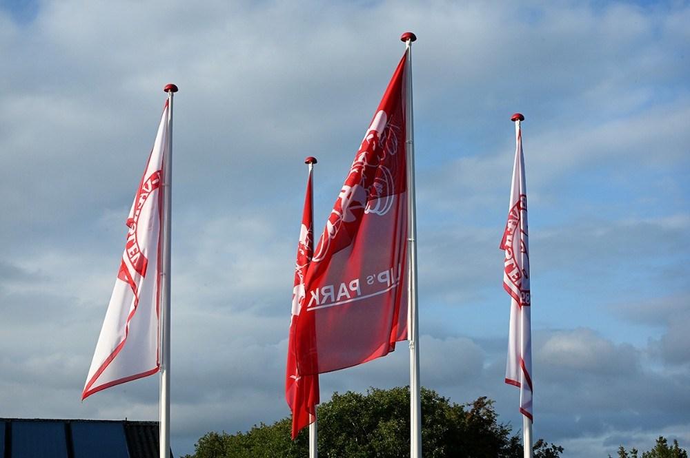 Skilte og flag fortæller at stadion nu hedder Lip´s Park. Foto: Jens Nielsen